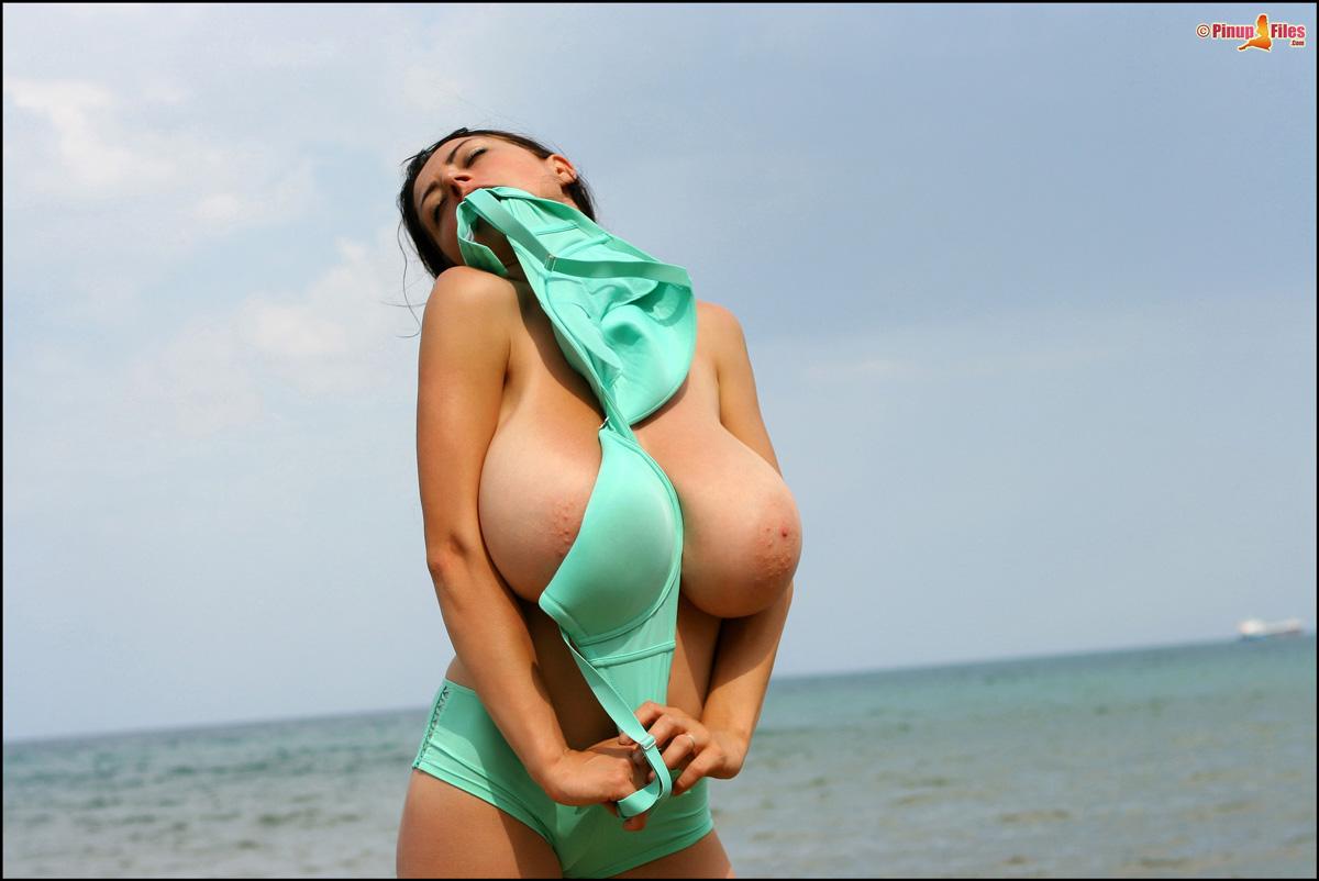 Chick but big breast archive видео)