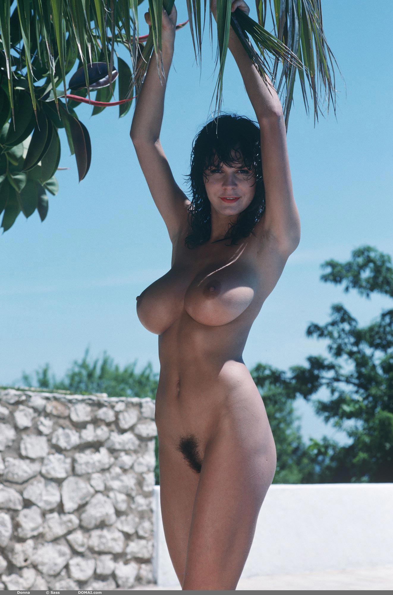 Jessie spano boobs