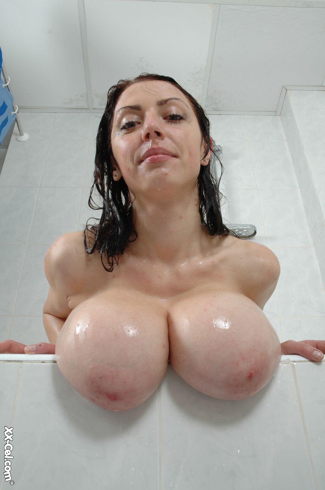 Смотреть как выглядят очень красивые девушки голые очень большая грудь десятый размер груди 1 фотография